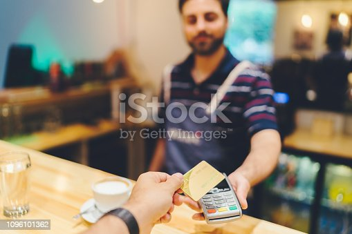 istock Contactless payment 1096101362