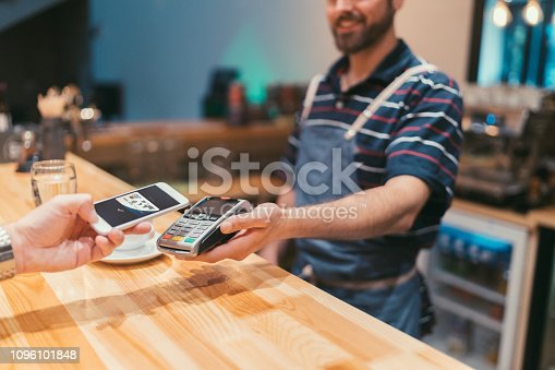 istock Contactless payment 1096101848