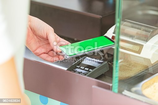 istock Contactless payment 962463834