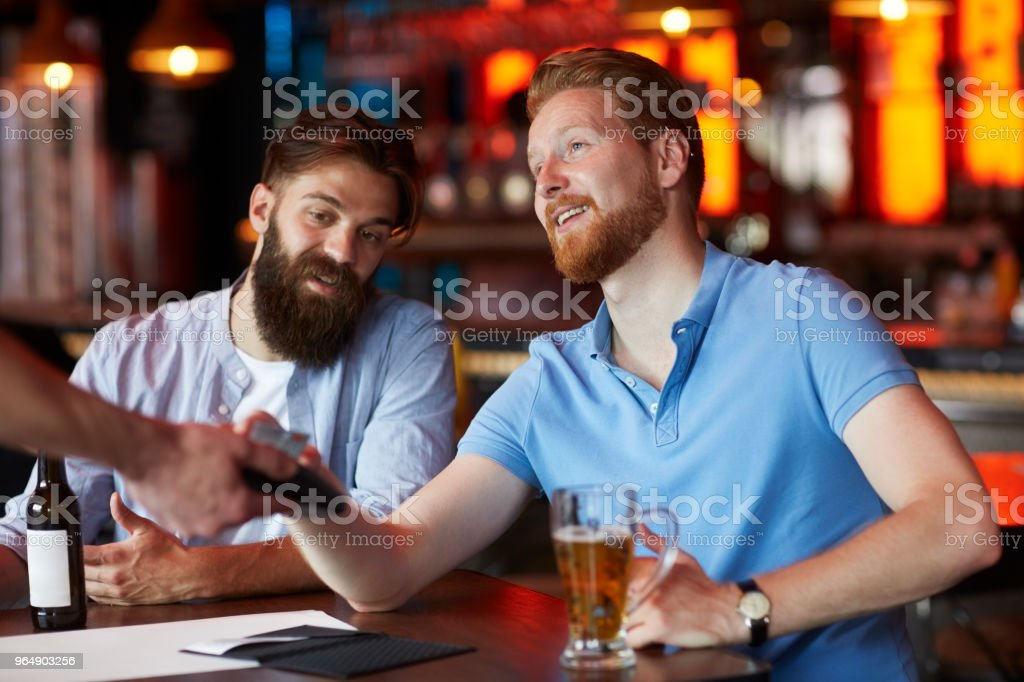 Contactless payment with smart phone in the bar - Royalty-free Adult Stock Photo