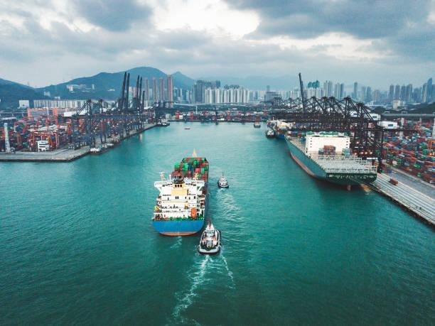 Containerschiff Cargo Fracht-Terminal in Hongkong, China – Foto