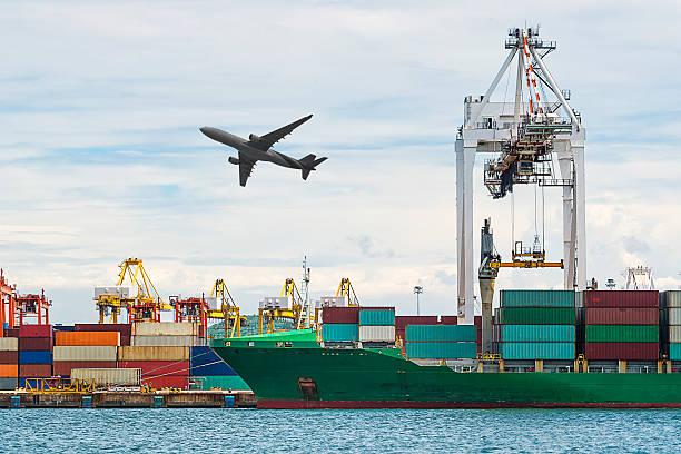 Container Cargo Fracht versenden mit Kran Laden arbeiten Brücke – Foto
