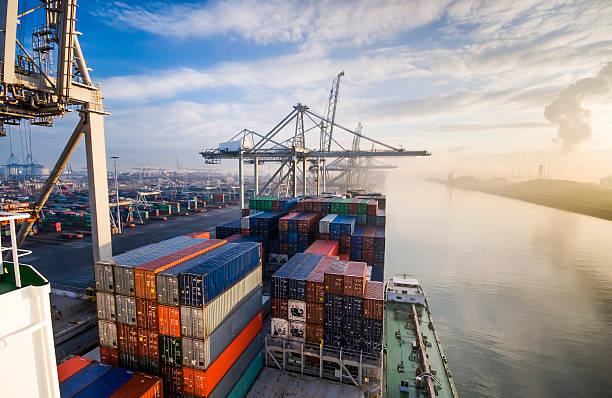 Container operation in port picture id479431970?b=1&k=6&m=479431970&s=612x612&w=0&h=1dhkioq5uutfyfbgmxqsp2zqdhqpruigzvopfpuf7ls=