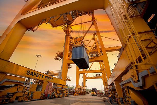 container Betrieb im Hafen – Foto