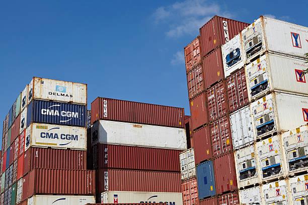 Container-Haufen von Containern und gekühlte Container – Foto