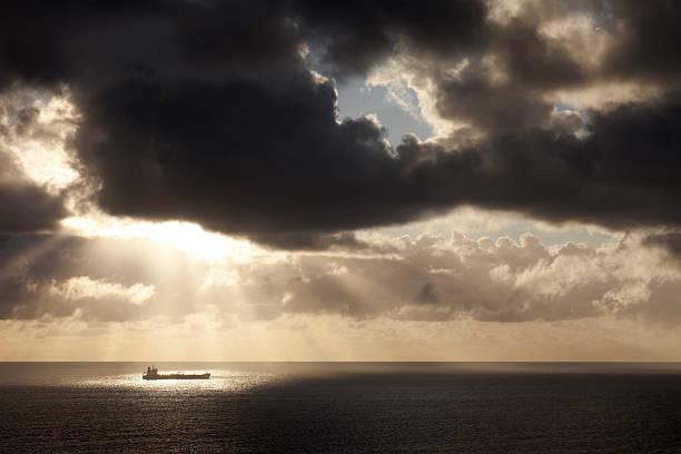 Contenitore nave dopo un temporale - foto stock