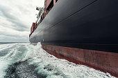 コンテナー船の海