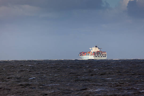 Container ship Cosco Africa leaving Rotterdam in rough weather​​​ foto