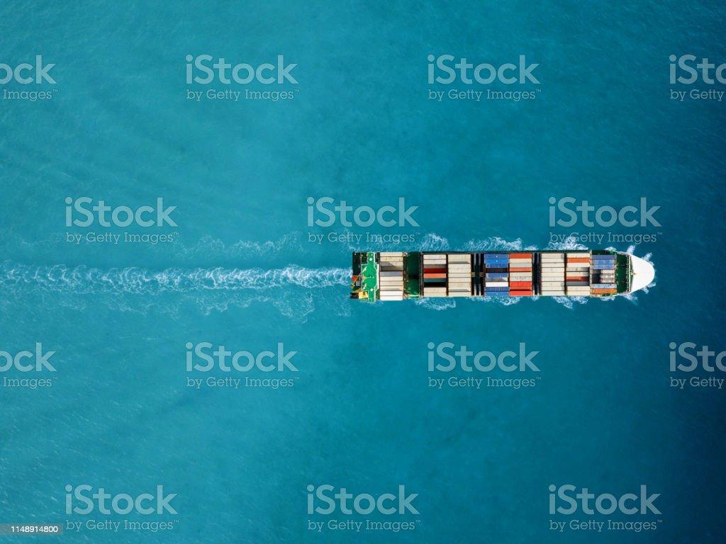 進出口集裝箱船。國際航運貨物。 - 免版稅全球性圖庫照片