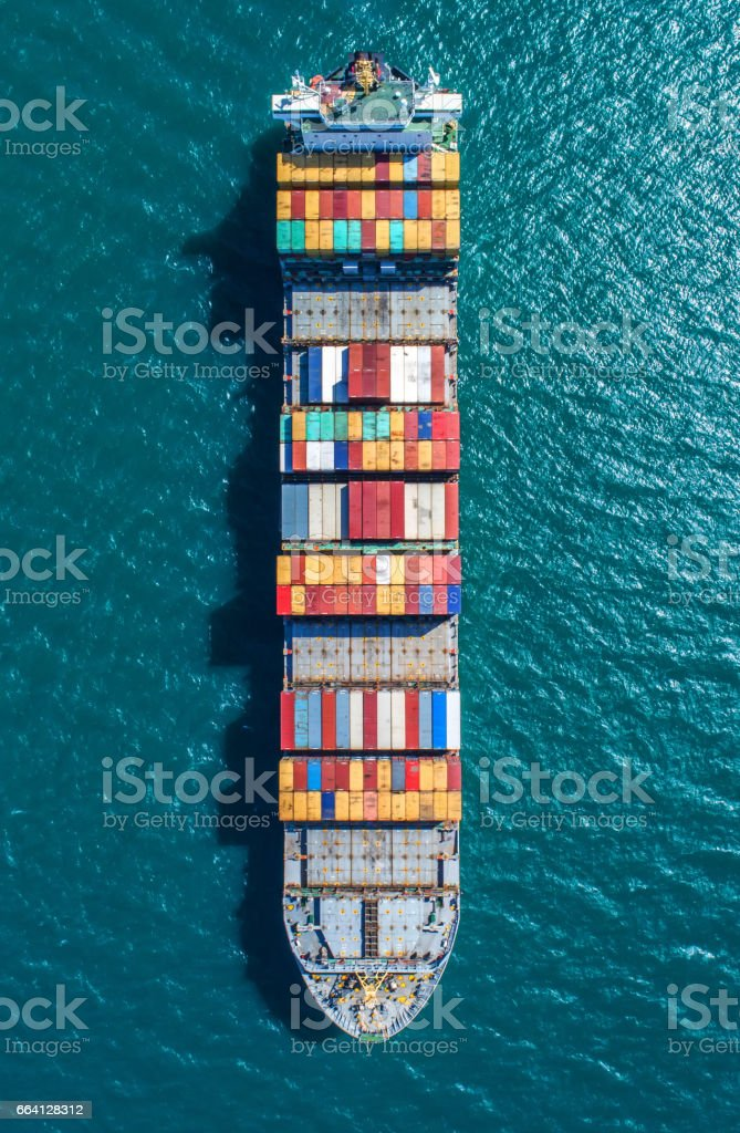 container ship in import export and business logistic.By crane ,Trade Port , Shipping.cargo to harbor.Aerial view.Water transport.International.Shell Marine.Top view. foto stock royalty-free