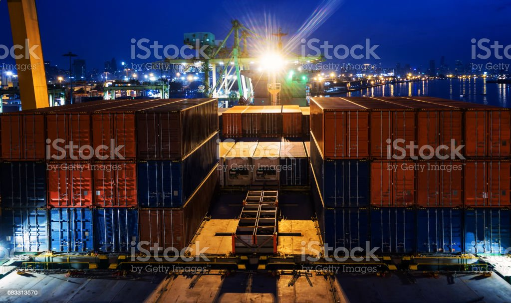 container ship in import export and business logistic.By crane ,Trade Port , Shipping, cargo to harbor, Aerial view, Top view. foto stock royalty-free