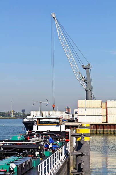 Contenitore nave nel porto di rotterdam - foto stock