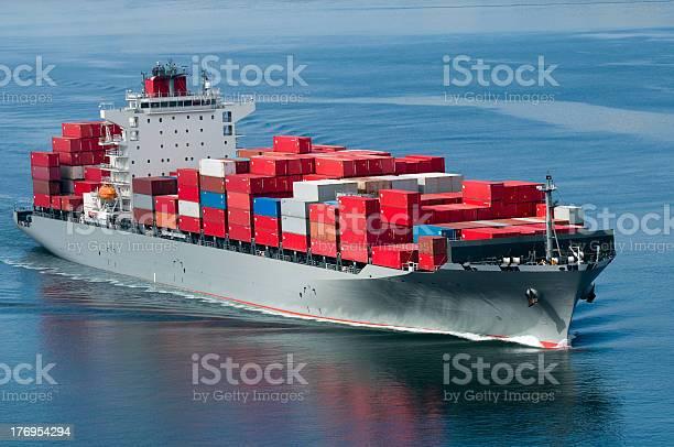 Buque De Carga Foto de stock y más banco de imágenes de Ancla - Parte del barco