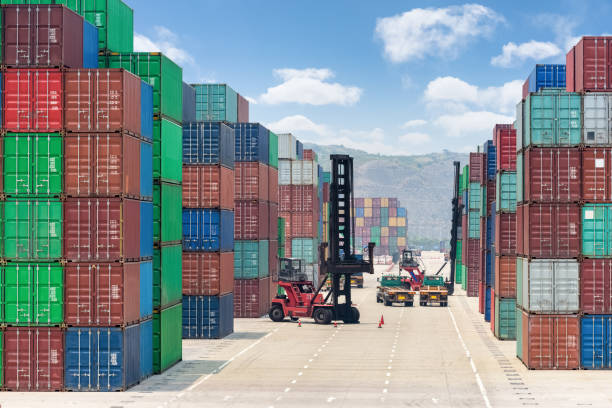 Container-Stapel-Hof – Foto