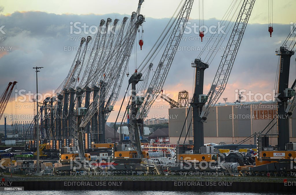Container terminal and cranes in Rostock, Germany photo libre de droits