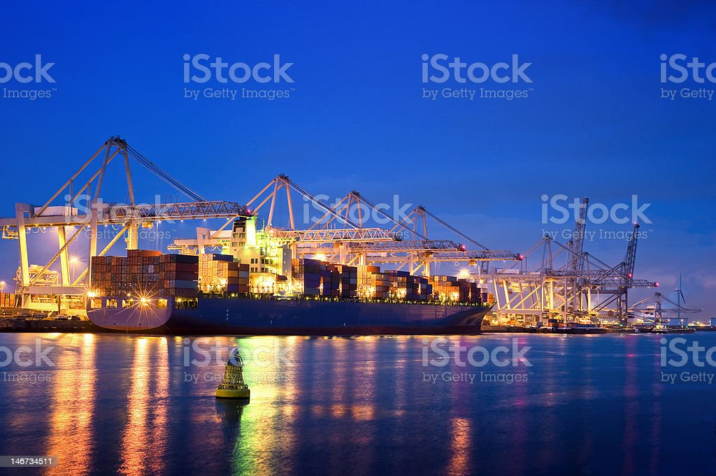Container-terminal bei Nacht – Foto