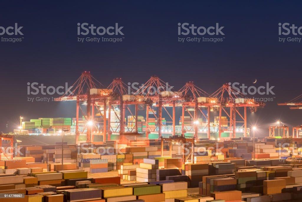 Container-terminal in der Nacht – Foto