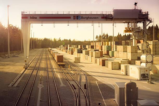 container-terminal in oberbayern/burghausen - burghausen stock-fotos und bilder