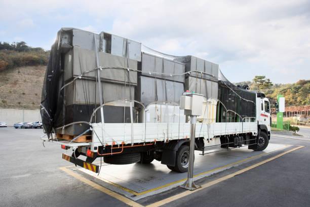 規模集裝箱卡車 - 車站 個照片及圖片檔