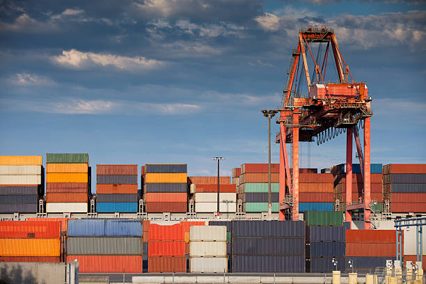container yard and crane, seattle - halbergman stock pictures, royalty-free photos & images