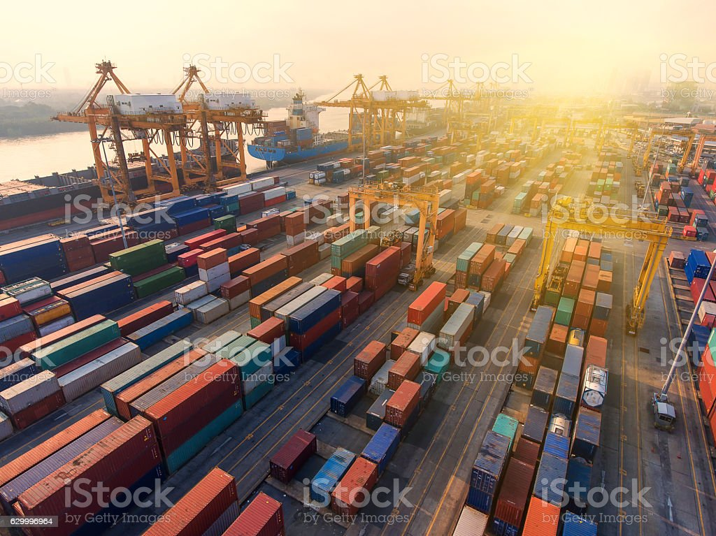 container,container ship in import export and business logistic. - foto stock