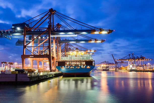 Containerterminal in den Hafen – Foto