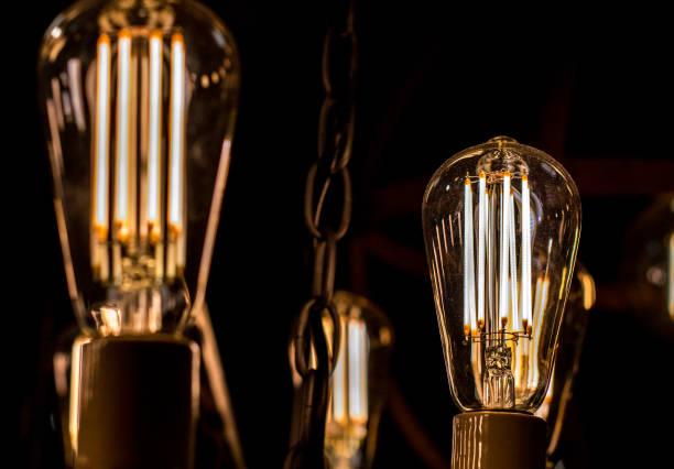 contamplorary led licht bulds old-school-stil-glühbirnen aussehen gemacht. alten stil aussehen und energie zu sparen. - glühbirne e27 stock-fotos und bilder