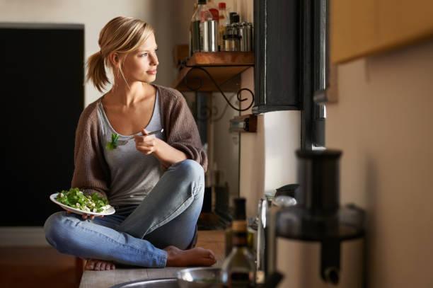 瞑想には、ヘルシーな昼食 - 田舎のライフスタイル ストックフォトと画像