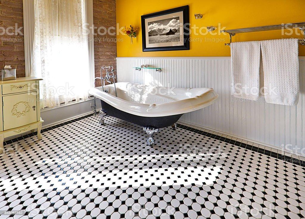 Prezzi Vasche Da Bagno Con Piedini : Vasca da bagno con piedini stock photos immagini istock
