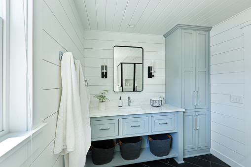 Contemporary Country Home Cabin Bathroom Design with Vanity and Linen Storage