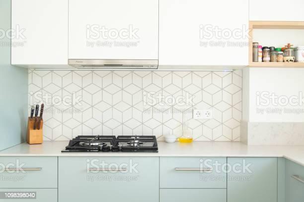 Contemporary design kitchen picture id1098398040?b=1&k=6&m=1098398040&s=612x612&h=daq9tyczonkgz ouksqu k9k77 nzca7qhzzs4ybfbs=