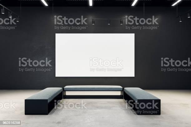 Foto de Salão De Exposição Contemporânea Com Banner Vazio e mais fotos de stock de Apartamento Tipo Loft