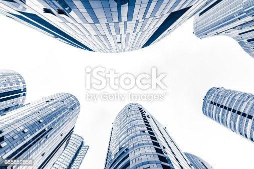 istock Contemporary glass skyscraper reflecting the blue sky 685852858