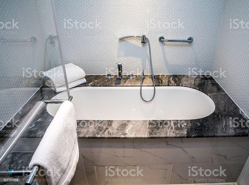 Vasca Da Casa : Moderna casa bagno con cabina doccia vasca da bagno fotografie