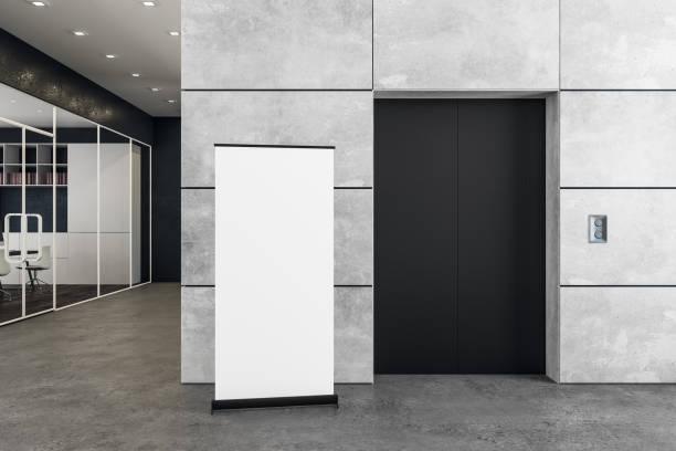 Moderne Büros mit Aufzug und poster – Foto