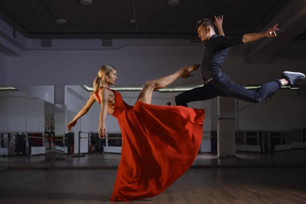 contemporary passional dance - tango taniec zdjęcia i obrazy z banku zdjęć