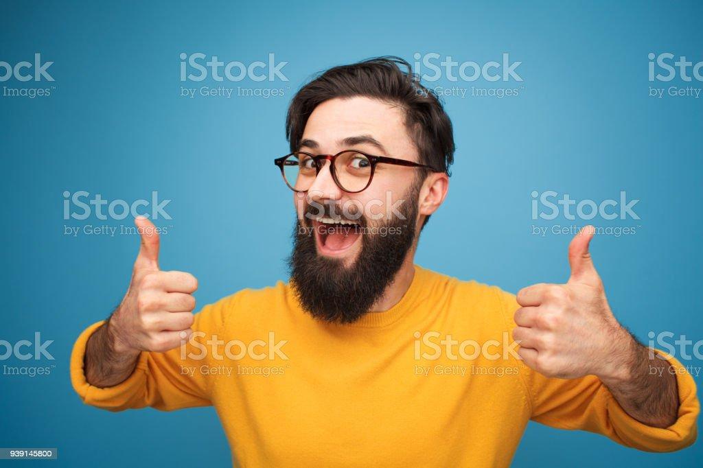 Inhalte hell Kerl, der Daumen oben zeigt - Lizenzfrei Abmachung Stock-Foto