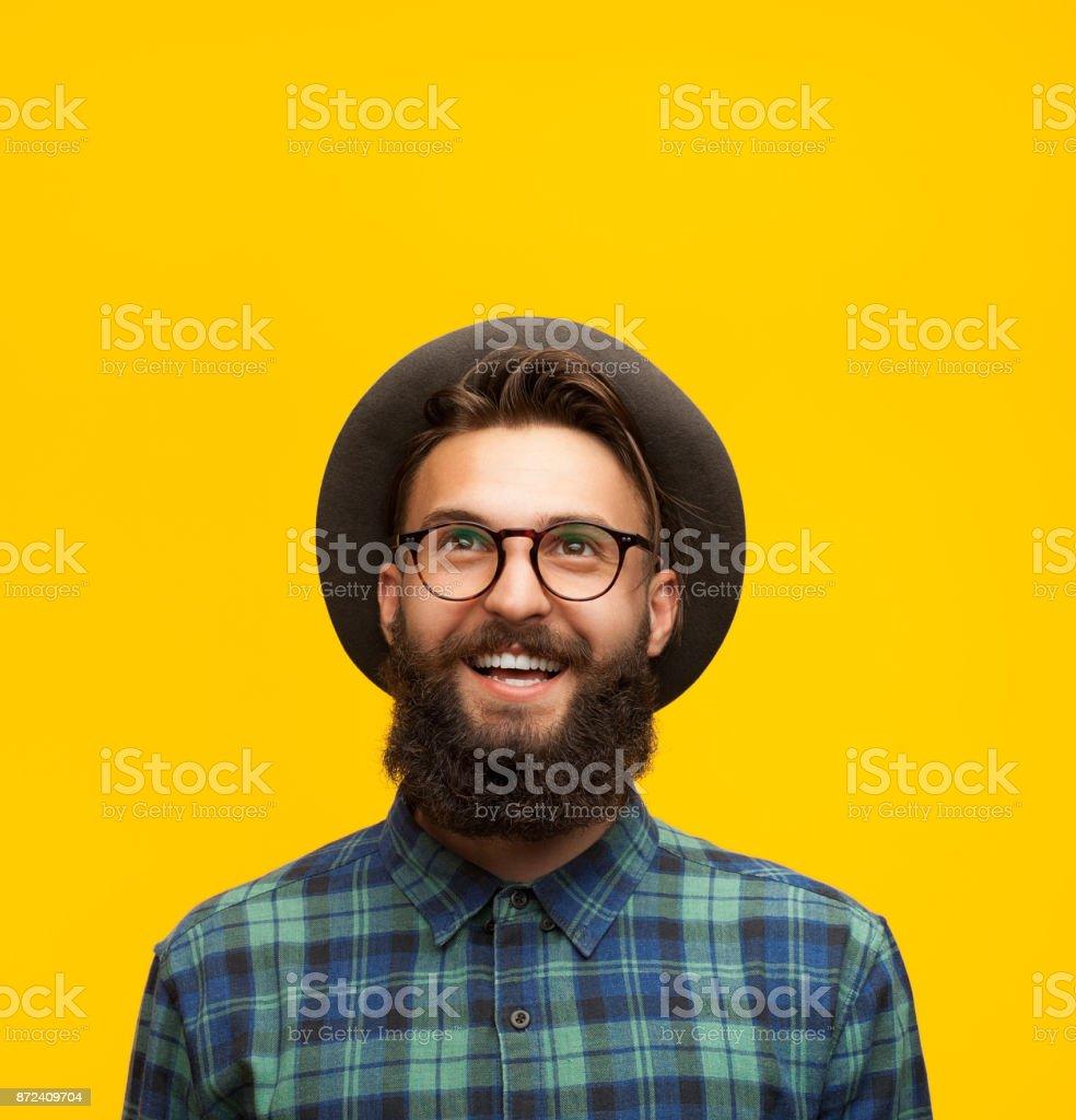 Jeune homme sur orange du contenu - Photo