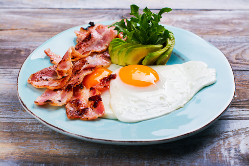 istock Continental breakfast with fried eggs, bacon and avokado 859342926