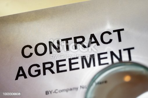 istock Contract agreement 1003306608