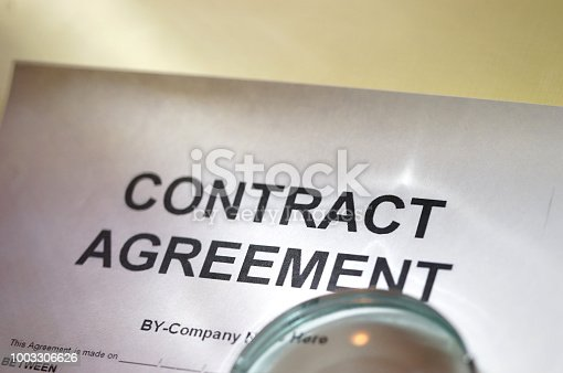 istock Contract agreement 1003306626