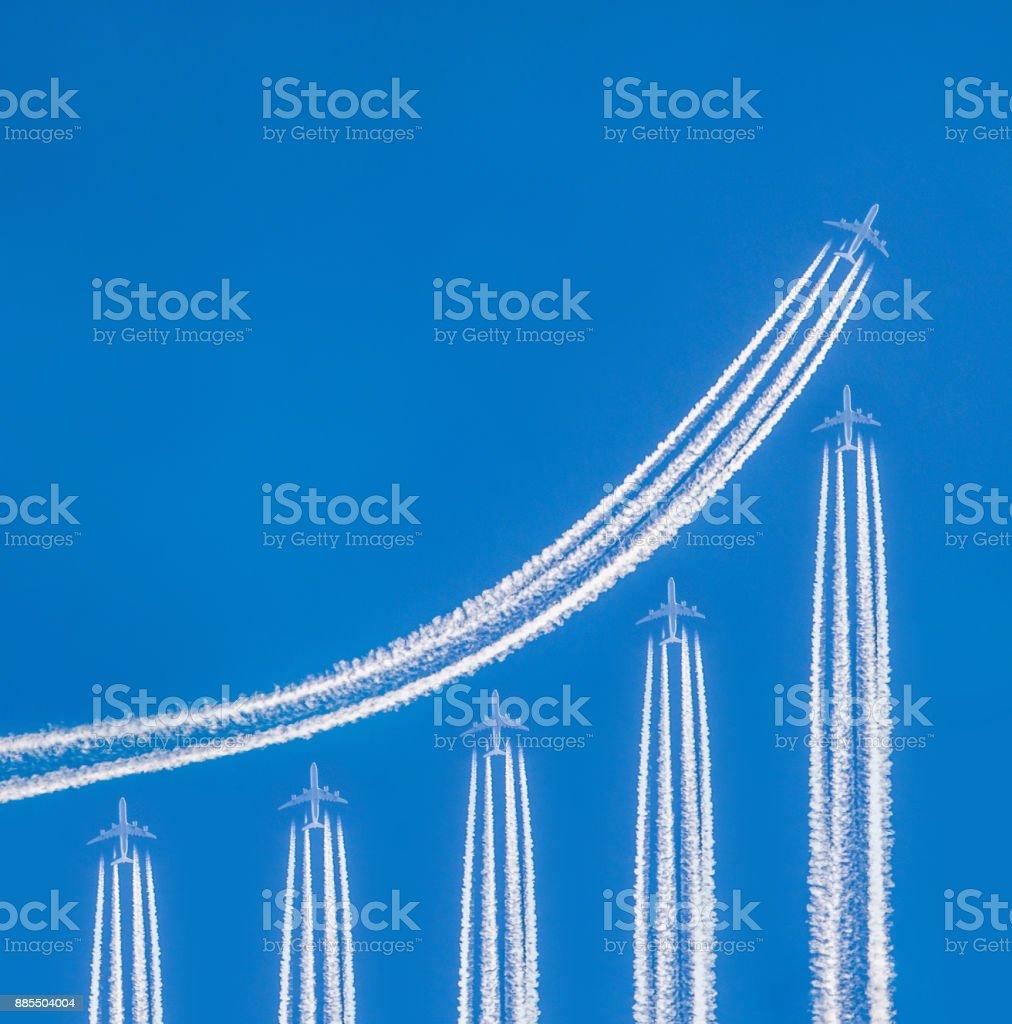 Kondensstreifen und Flugzeuge bilden finanzielle graph – Foto