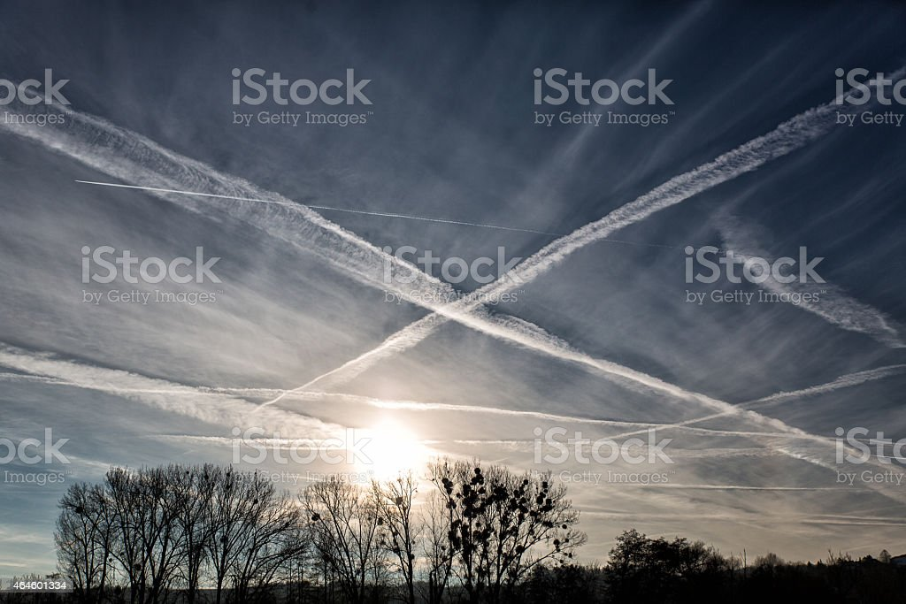 Kondensstreifen am Himmel - Vapor Trail stock photo