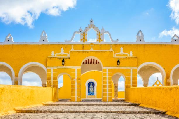 kloster von san antonio de padua franziskaner-kloster in izamal - mexiko / yucatan - klosterurlaub stock-fotos und bilder