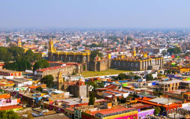 Convento Franciscano de San Gabriel Arcángel Lo podemos encontrar en el zócalo de Cholula en México, grandiosa estructura. puebla state stock pictures, royalty-free photos & images