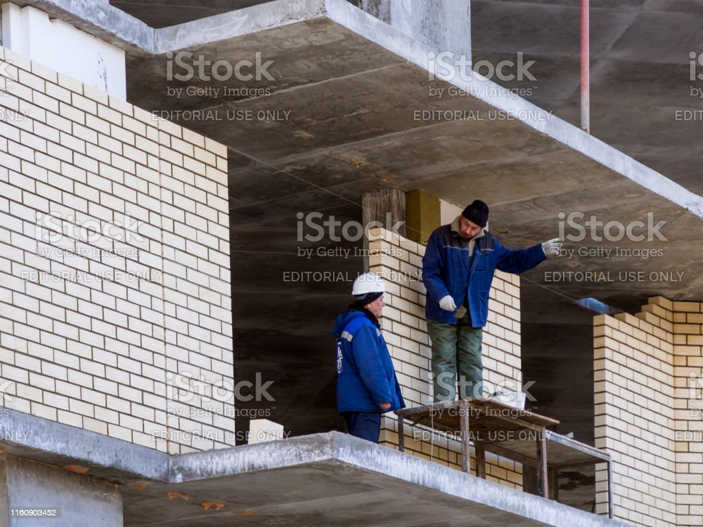 Conversation of workers at a construction site