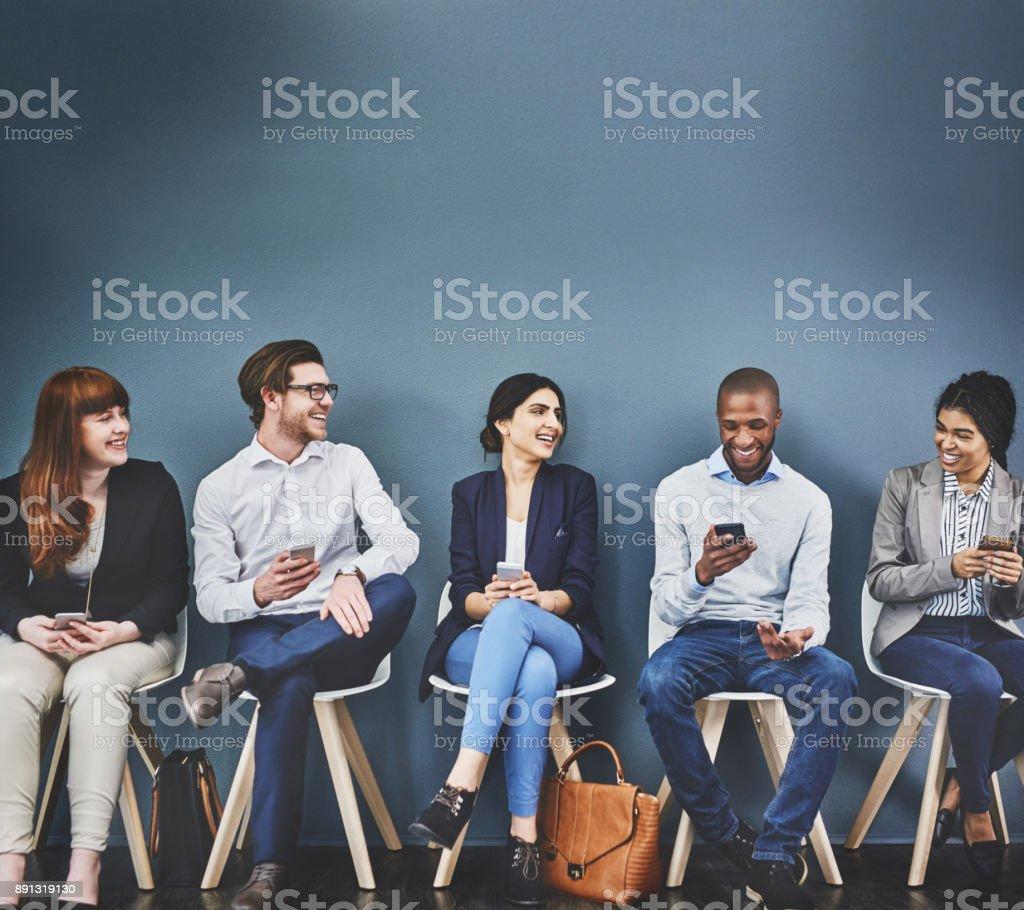 Gespräche, die während der Wartezeit passieren – Foto