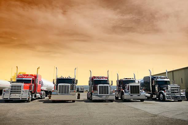 Camion in fila, Arizona, Stati Uniti - foto stock