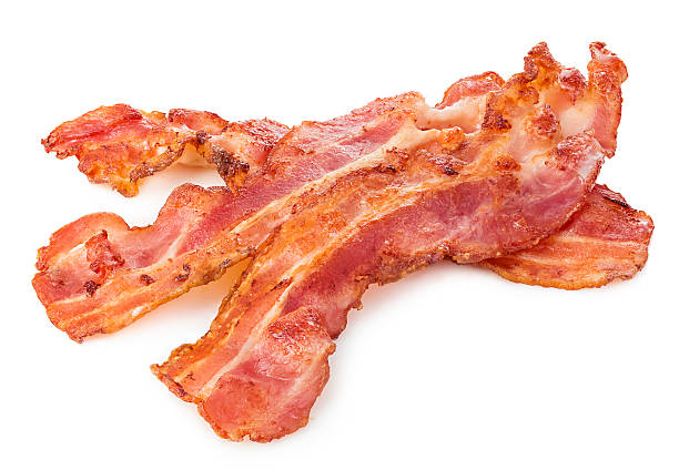 cooked bacon rashers close-up isolated on a white background. - warm bereid stockfoto's en -beelden