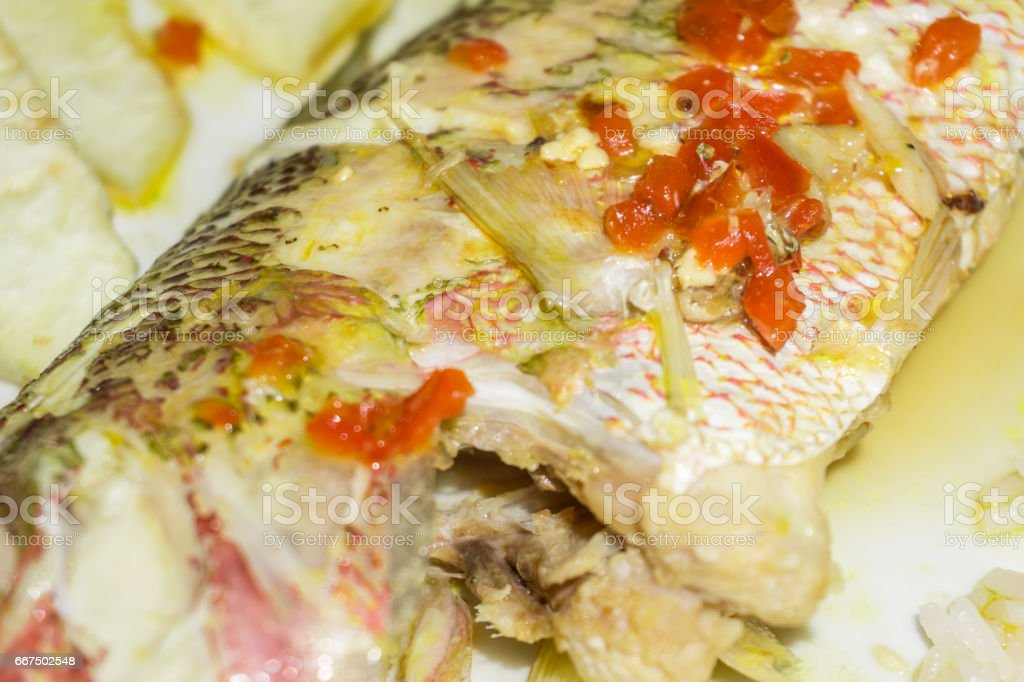 cooked fish with vegetables, closeup as pattern foto stock royalty-free